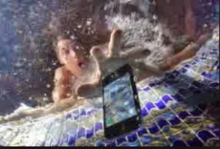 Trik Mudah Memperbaiki HP Yang Terkena Air