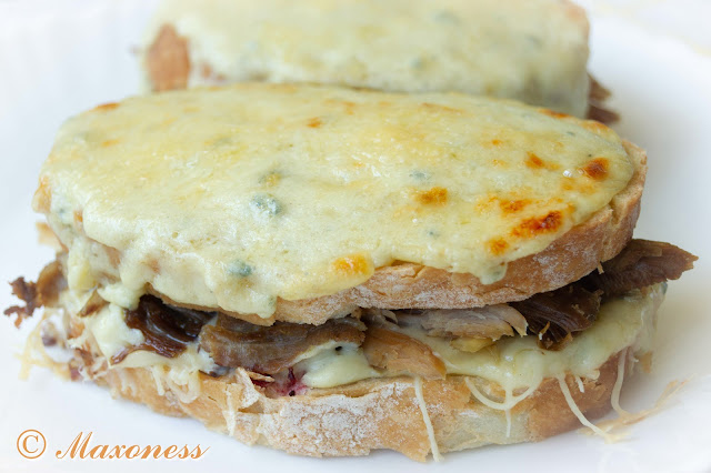 Сэндвичи крок-месье с праздничной индейкой