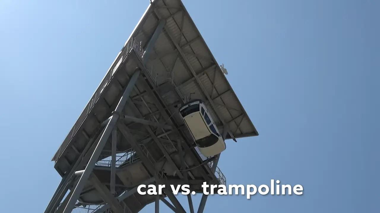 Car VS. World's Strongest Trampoline : 約44メートルの高さからクルマ🚗を墜落させてみたら、世界最強のトランポリンは持ちこたえて、跳ね返すことができるのか⁉️🤔というおバカな実験のビデオ‼️