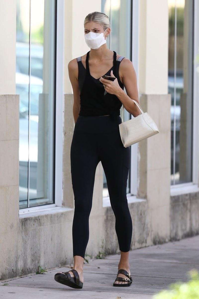 Devon Windsor Snapped at Pilates Class in Miami 16 Jun -2020
