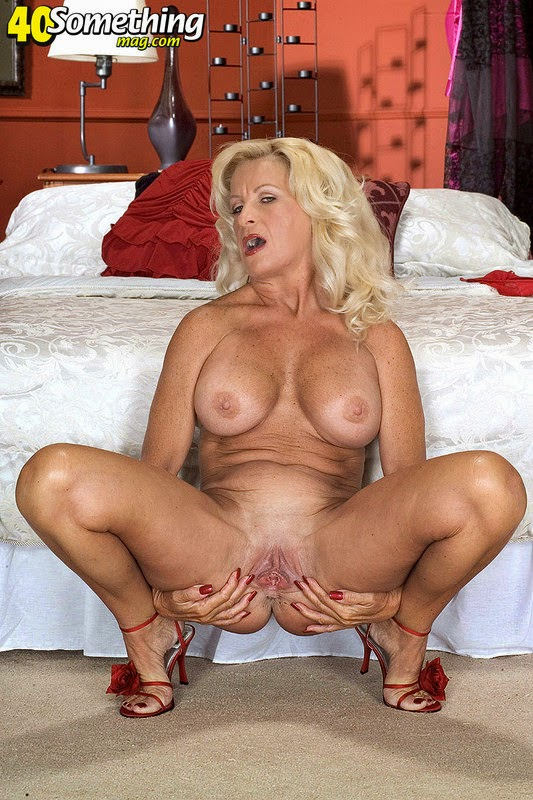 Busty blonde whore goes crazy getting 9