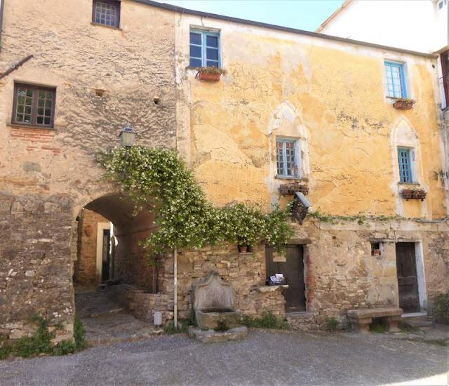 piazza borgo Colla Micheri Andora