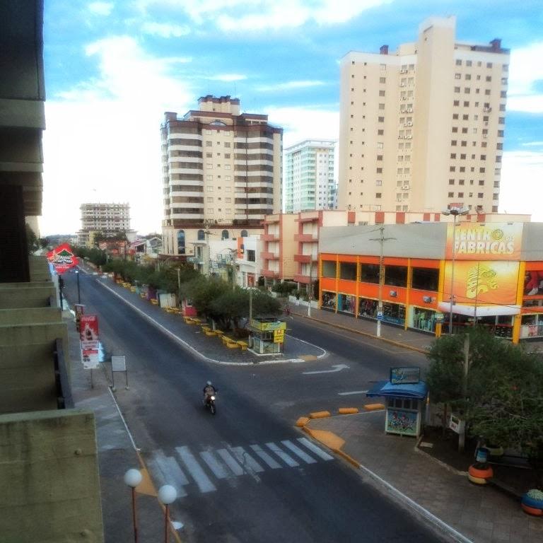 Avenida Emancipação: Concentra Hotéis  e Pontos Comerciais de Tramandaí