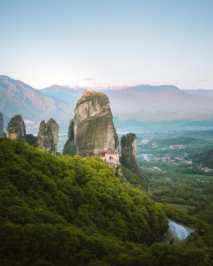 Metéora Monasteries Destinasi Travel Wisata Favorit Yunani