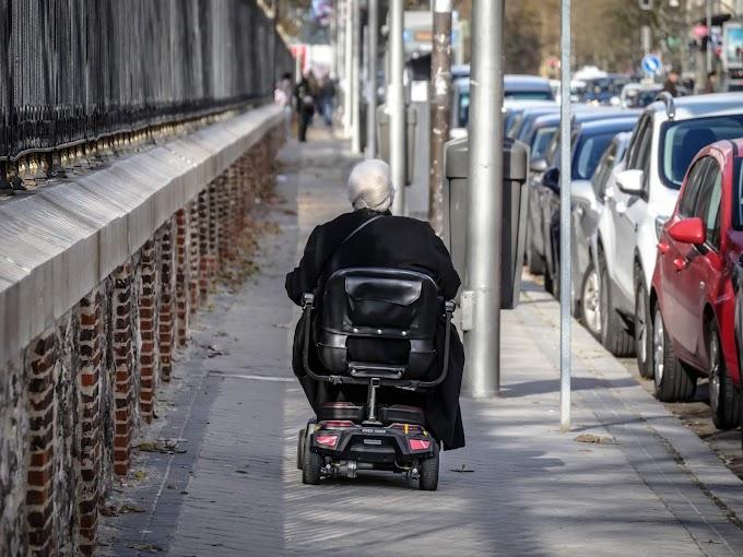 Mozgássérült mopeddel közlekedő nőt fosztottak ki Csepelen