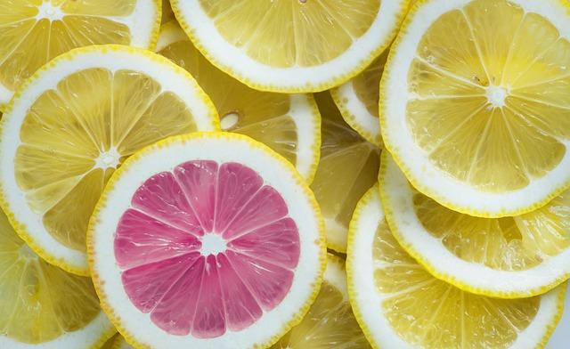 Cara Memerahkan bibir Secara Alami dengan lemon