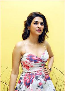 Telugu Actress Shraddha Das hot stills At Samsung S20 Mobile launch