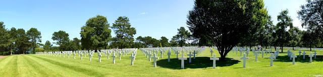 Vista panoramica sulle bianche croci del cimitero americano