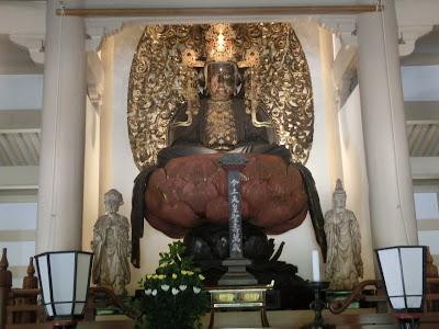 宝冠釈迦如来坐像