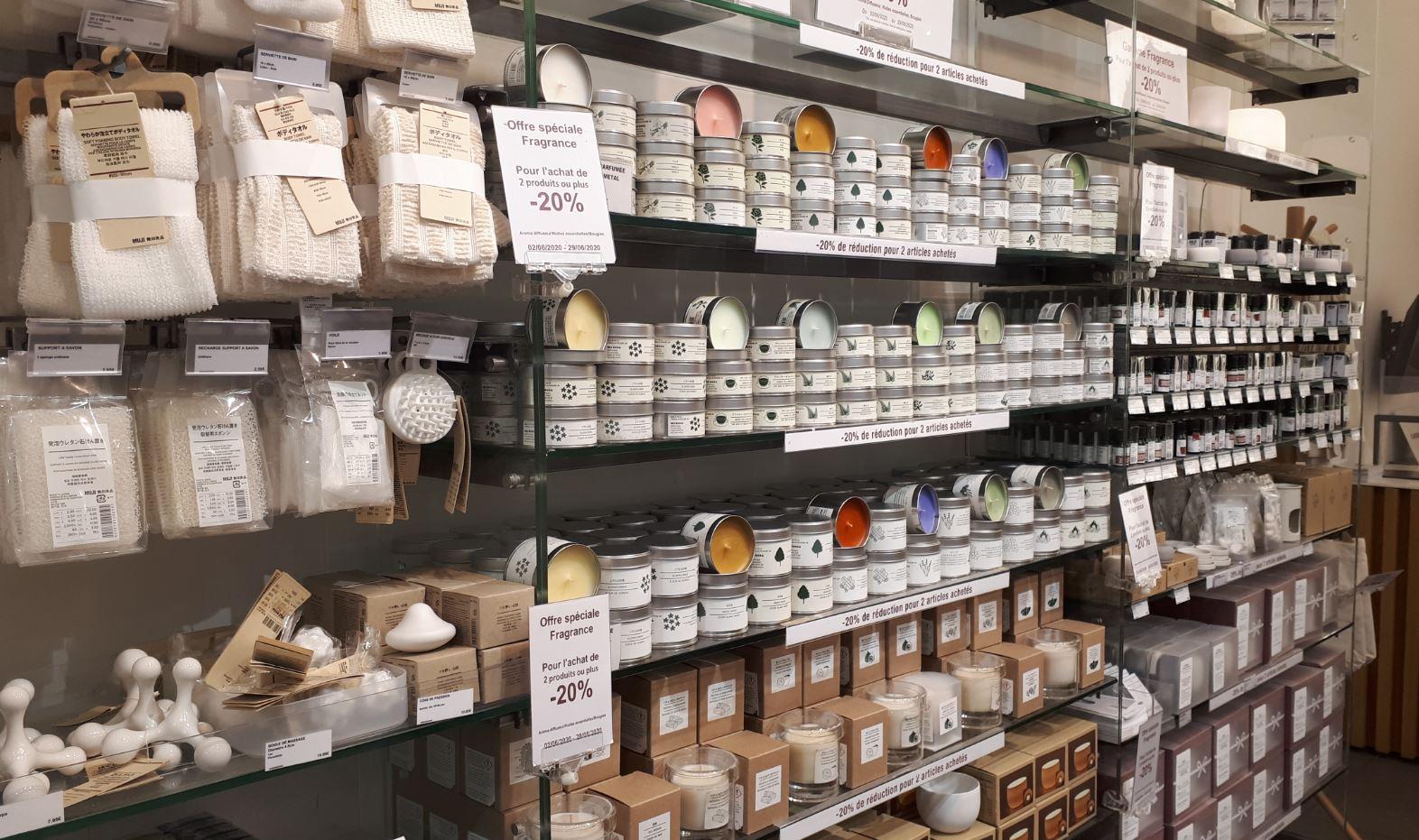 Muji à Lyon, rayon soin, bougies et parfums