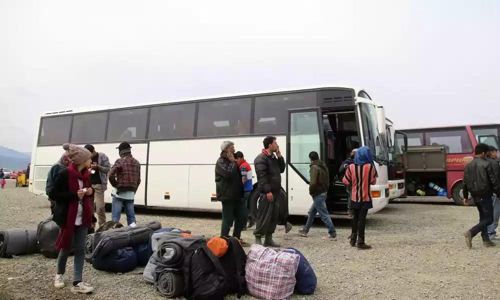 Με λεωφορεία προς Κωνσταντινούπολη επιστρέφουν οι «μετανάστες»