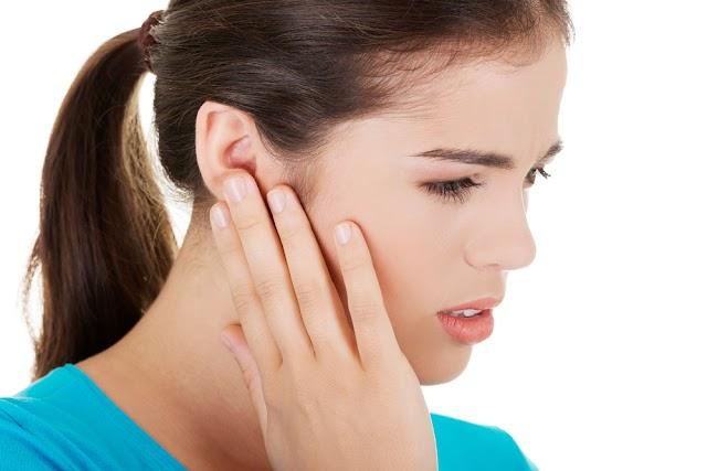 Tips Cara Mengatasi Jerawat Muncul di Telinga