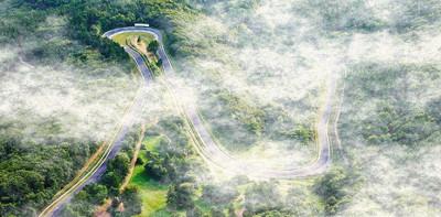 nurburgring cubierto de nubes