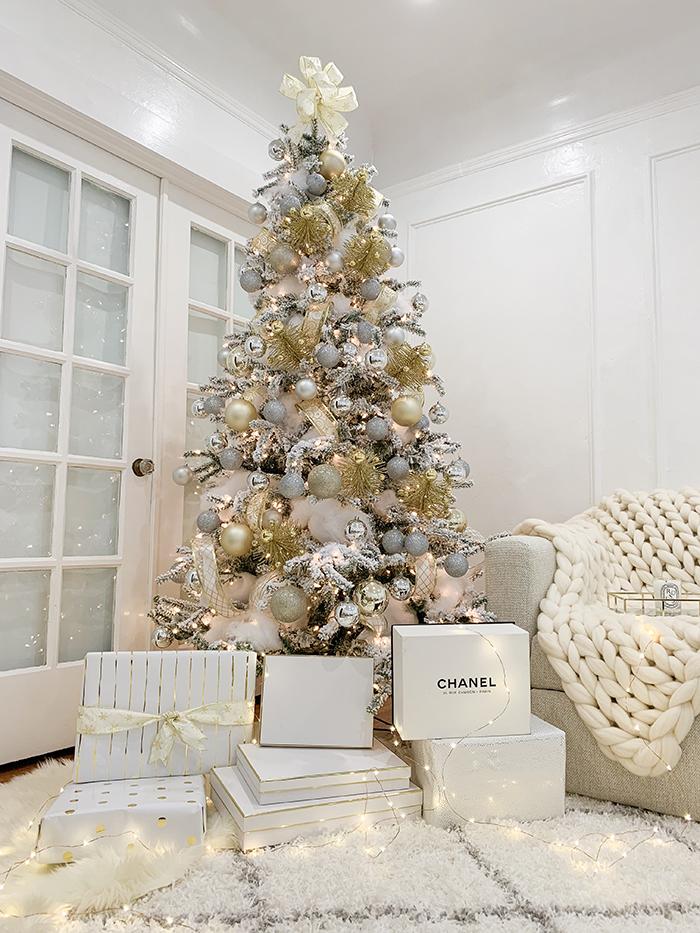 Modern Christmas Tree Decorating.Shall We Sasa How To Decorate A Modern Christmas Tree