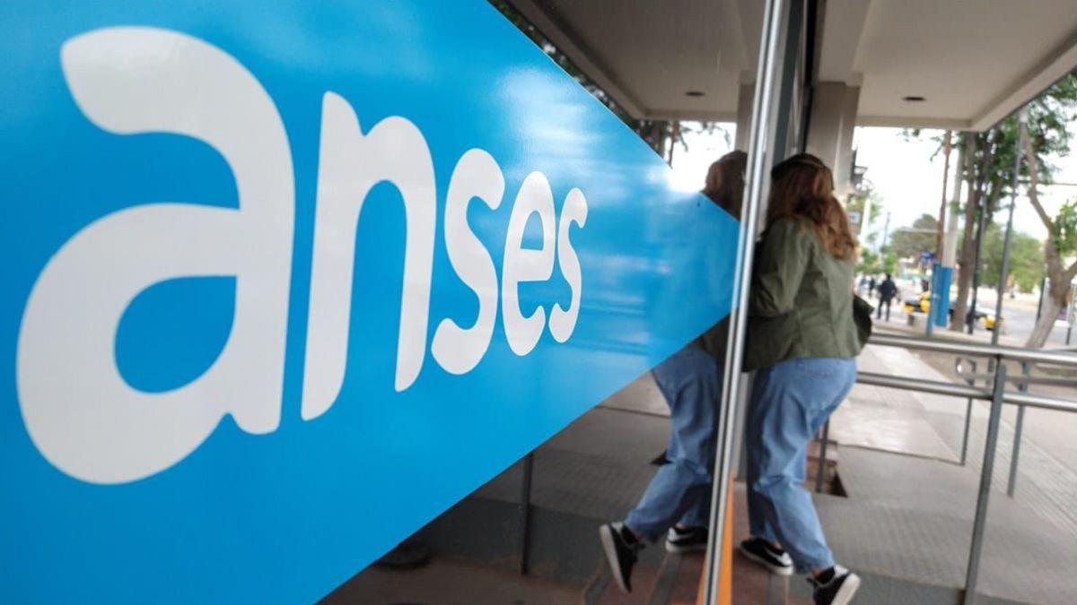 La Anses adelantará el pago del complemento del 20% acumulado de la AUH a partir de junio