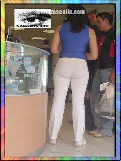Edecan mexicana nalgona ropa transparente tanga marcada