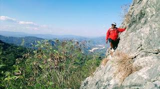 Tebing Di Bukit Fatutole