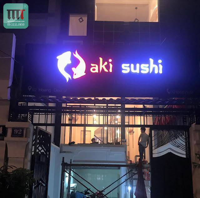 thiet ke thi cong bang hieu quan sushi aki