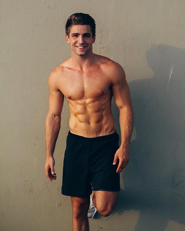 cute-shirtless-fit-guys-antonio-bruno-smiling-boyfriend-material