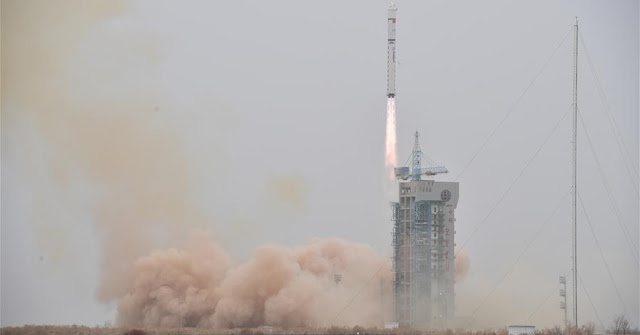 Long March 2D launches LKW-4 into space on March 17, 2018. Credit: Xinhua/Wang Jiangbo