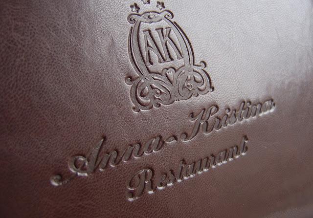 КОЖЕНА ПАПКА, МЕНЮ ЗА РЕСТОРАНТ, луксозни менюта, папки за хотел, хотелски папки, папка за хотел, топъл печат на лого, брандиране на менюта за ресторанти, менюта за заведения