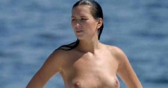 Mujer madura de pezones duros en la playa 3 - 2 part 4