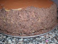 Cubriendo los laterales con chocolate rallado