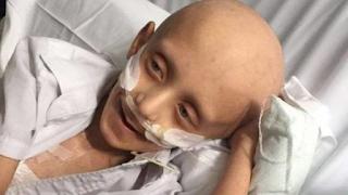 Η τελευταία επιθυμία ενός 7χρονου καρκινοπαθή: «Θάψτε με στο φέρετρο με τη μαμά μου»