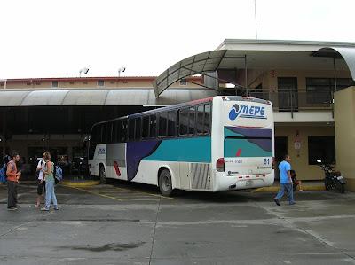 Terminal de buses Merpe, Limón, Costa Rica, vuelta al mundo, round the world, La vuelta al mundo de Asun y Ricardo, mundoporlibre.com