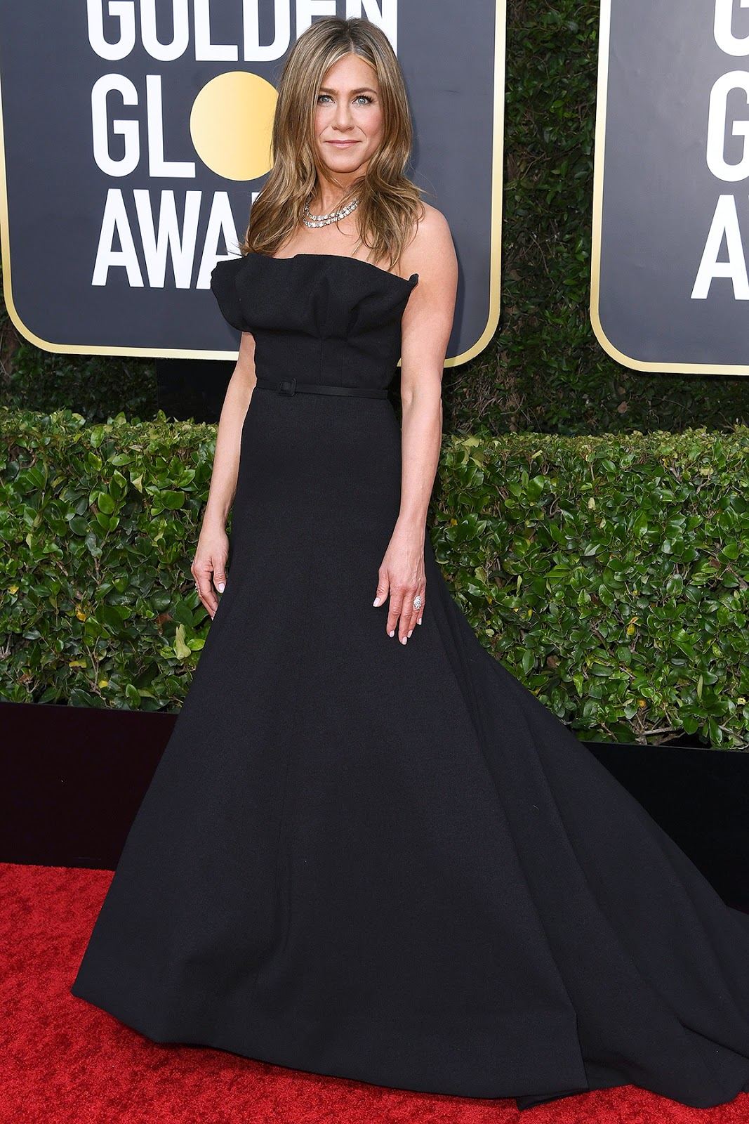 Jennifer Aniston keeps it chic in Christian Dior Haute Couture at the 2020 Golden Globe Awards
