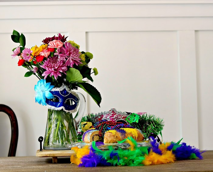 At Home With Jemma| The King Cake A Mardi Gras Confection and a Mardi Gras Inspired Bouquet