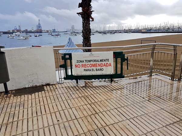 Se recomienda evitar baño en playa Alcaravaneras