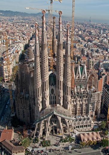 hasta el momento han sido erigidas de las torres diseadas por gaud el arquitecto decidi que doce de ellas fueran dedicadas a los apstoles