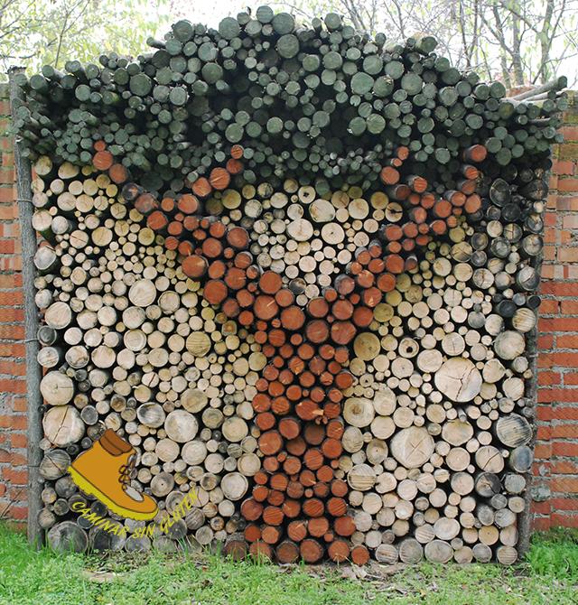 Arte con troncos en Quint Torre Arias