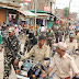 लोकसभा चुनाव को लेकर एसएसबी के जवानों व पुलिस प्रशासन ने शहर एवं पंचायतों में किया फ्लैग मार्च