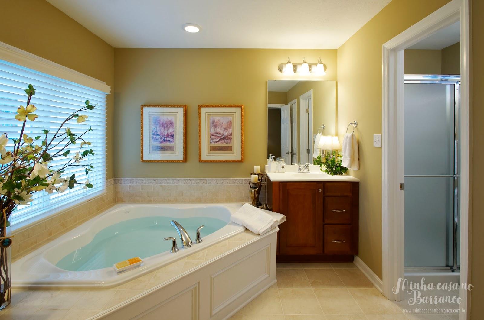 Barranco: Banheiros com Banheiras de Canto 30 ideias para inspirar #3A230E 1600x1059 Banheiro Com Banheira De Canto