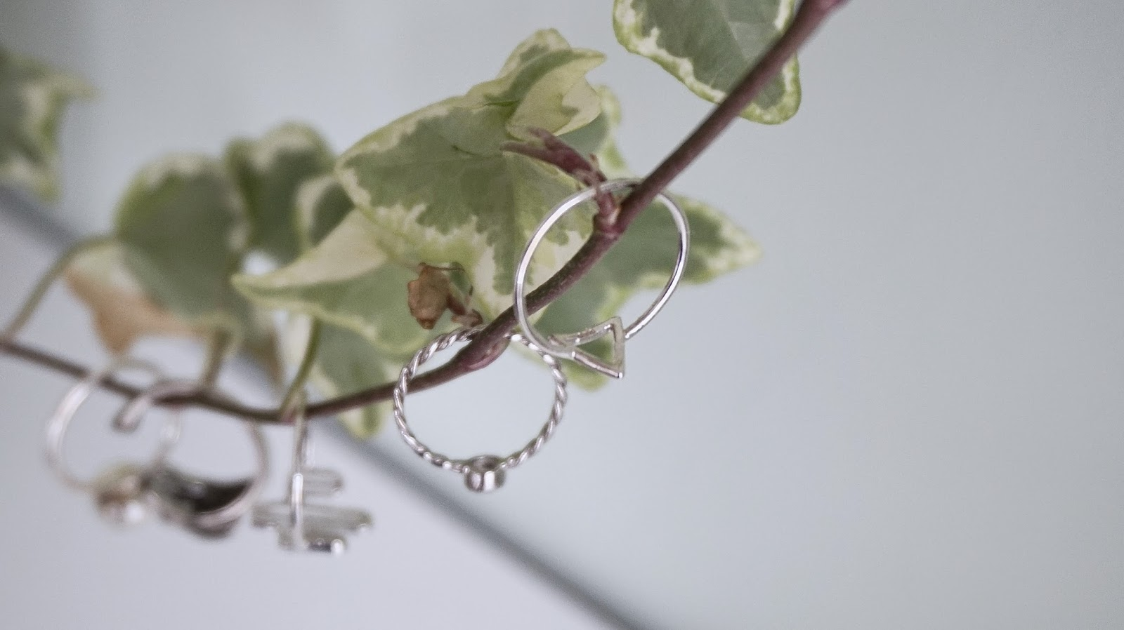 How To Make Dainty Jewellery Stand Out