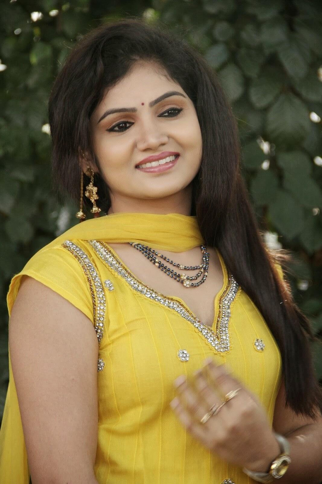 Tamil Beautiful Girls Pic