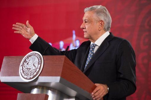 López Obrador convoca a médicos a reforzar sector de salud