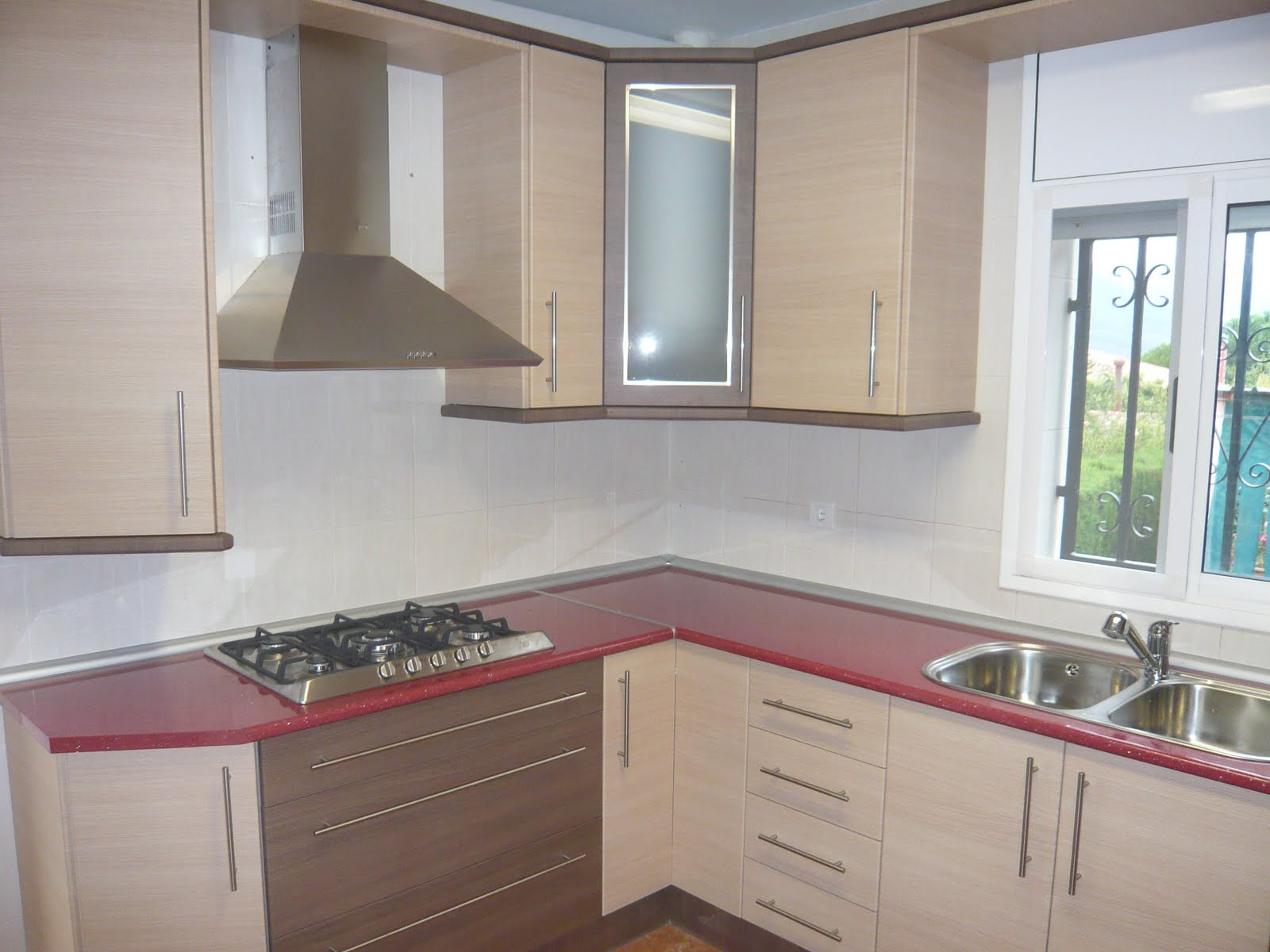 Reuscuina cocina de formica en color roble combinada - Cocinas color roble ...