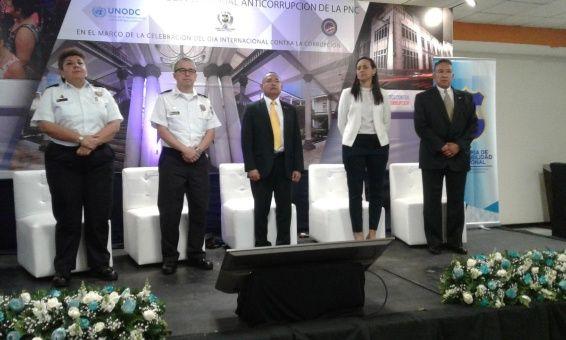 El Salvador lanza plan para erradicar la corrupción en la Policía