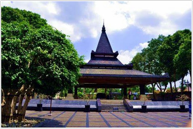 10 Top Destinasi Wisata Blitar;Makam Bung Karno
