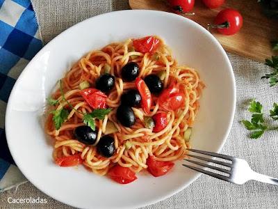 Receta de espaguetis a la puttanesca o putanesca