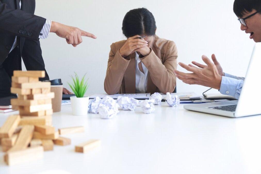 Assédio moral: entenda como esse comportamento abusivo pode afetar a saúde mental do profissional