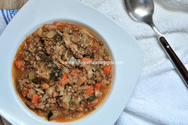 Estofado de quinoa, lentejas y verduras