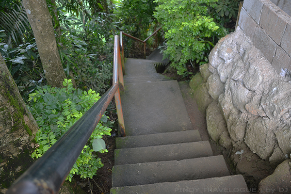 Cemented staircase down to Casaroro Falls