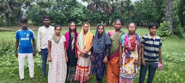 किसानों के धान का भुगतान नहीं होने पर  बरहेट प्रखंड के भाजपा कार्यकर्ताओं ने  अलग - अलग गांव के किसानों के साथ  किया विरोध प्रदर्शन