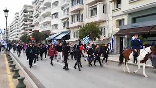 Θεσσαλονίκη: Με… άλογο κατέβηκε μαθητής στη συγκέντρωση για τη Μακεδονία