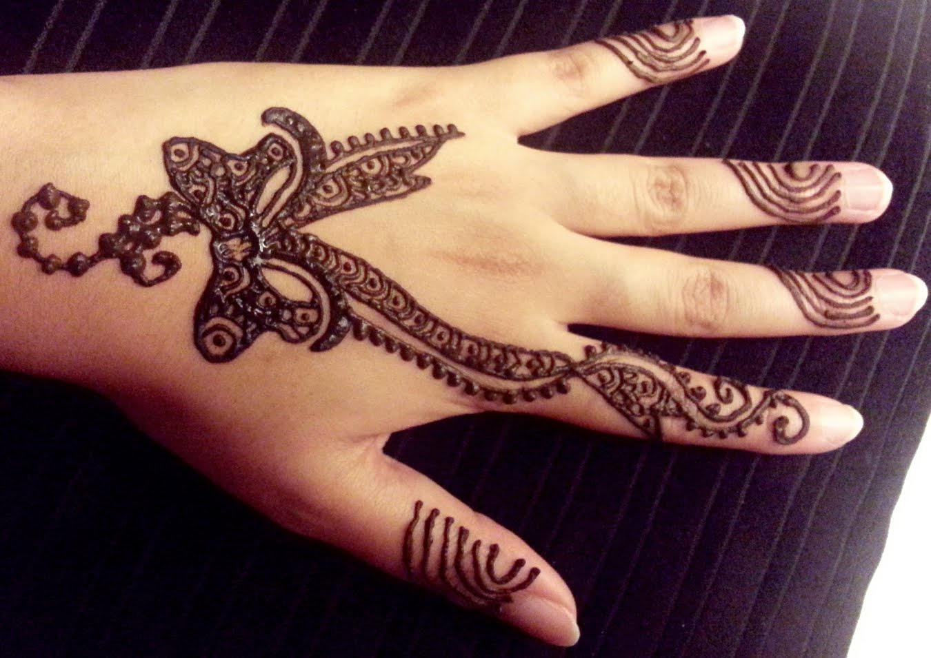 Top 37 Latest Simple Unique And Attractive Mehndi Designs For Back
