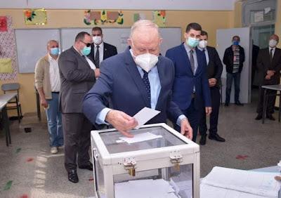 الفريق السعيد شنقريحة رئيس أركان الجيش يدلي بصوته